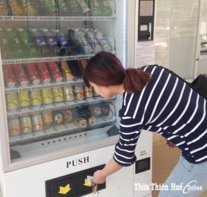 Máy bán nước tự động lắp đặt ở Trường đại học Khoa học Huế